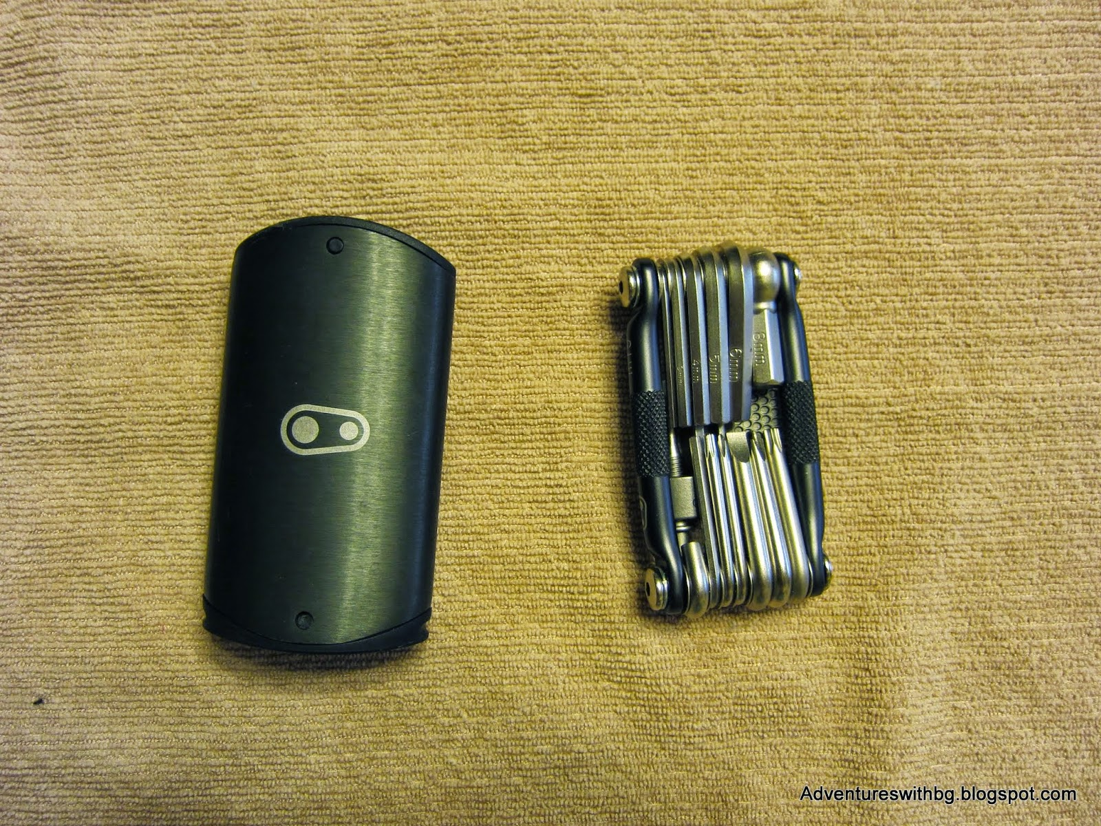 The M 19 Multi tool and the carrying flask