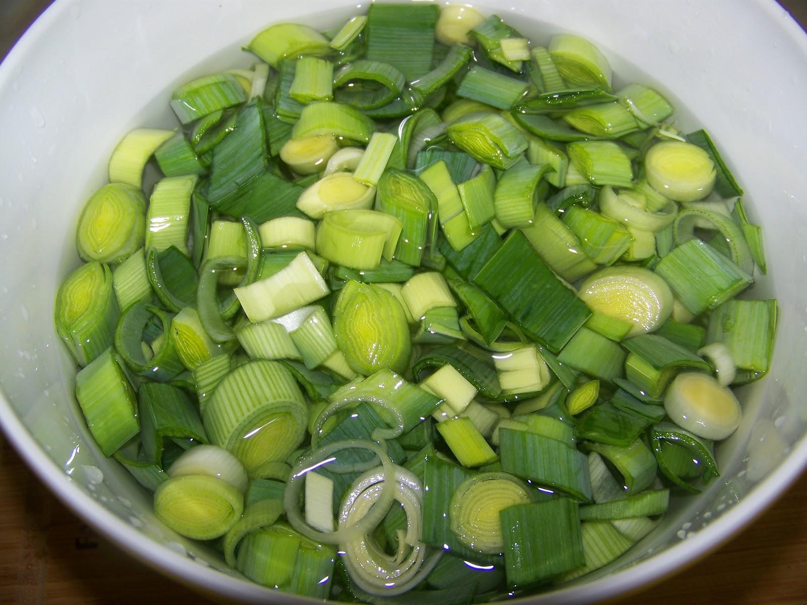 Kitchen SimmerCreamy Cauliflower and Leek Soup