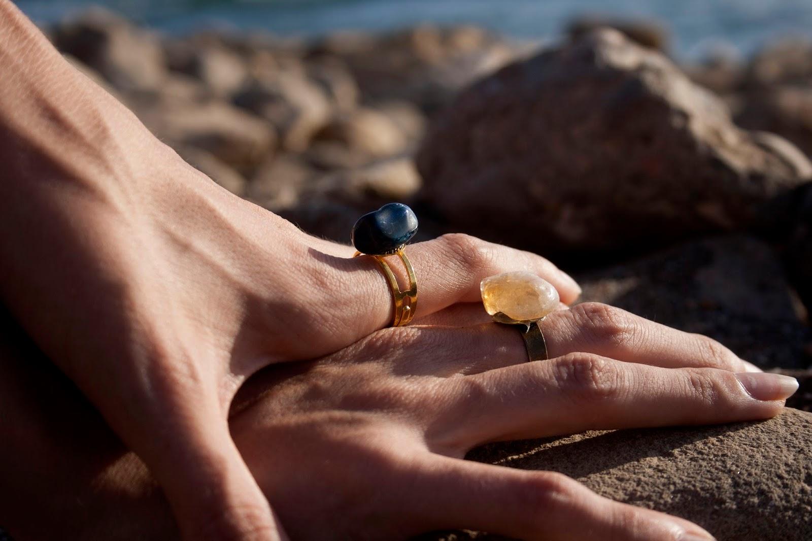Boho-style-verano-outfit-anillos-minerales