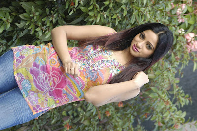 Actress Udhaya Bhanu High Quality Photos