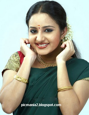 south indian malayalam actress Bhama hot cleavage  pic