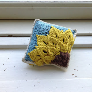http://suviscrochet.blogspot.co.nz/2015/06/front-of-sunflower-square.html