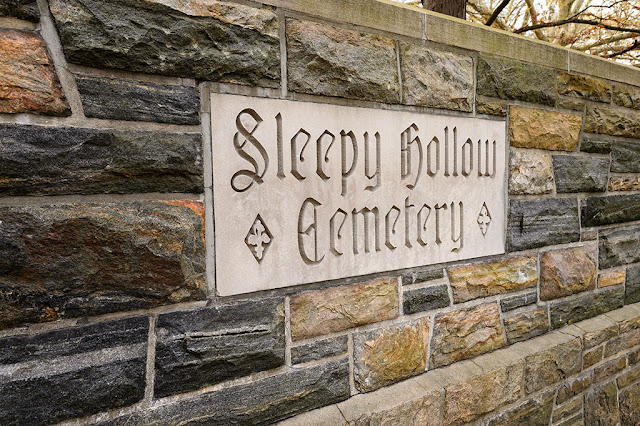 Entrance to Sleepy Hollow Cemetery