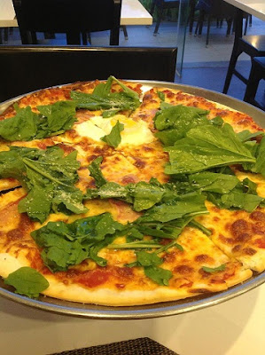 robertino pizza at www.diningincebu.blogspot.com