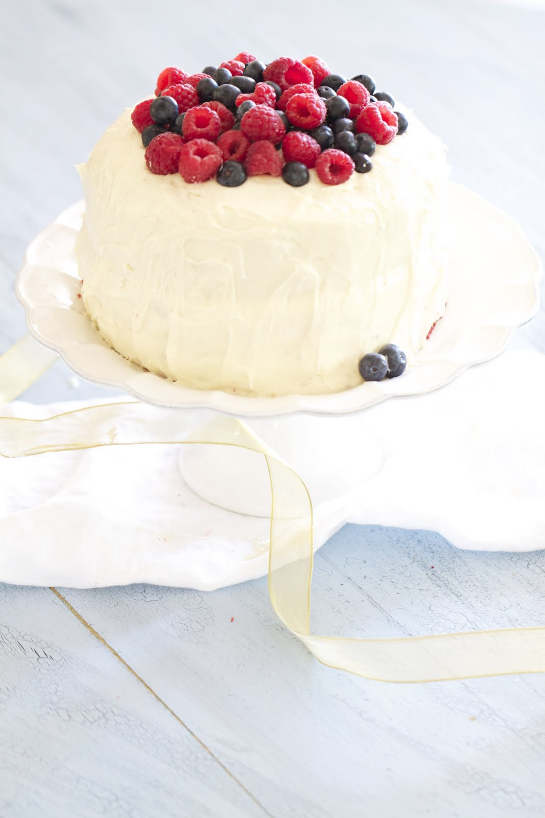 Epicurean Mom: Red Velvet Cake with Raspberries and ...