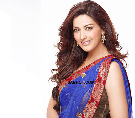 Sonali ina blue saree and sleeveless top - (3) - Sonali bendre saree pics