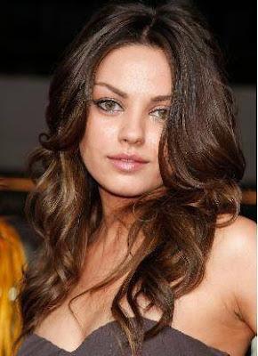 http://2.bp.blogspot.com/-XdHblPyjZ64/ThZshC-sXxI/AAAAAAAAAm8/UlQ2ku71b4w/s400/Hairstyles+For+Round+Faces-1.jpg