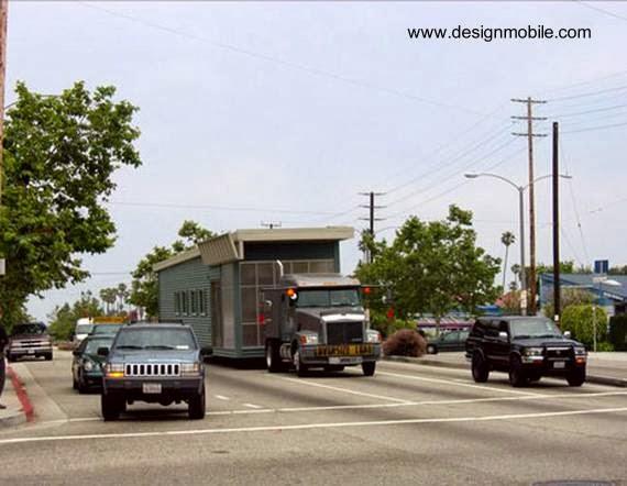 Casa móvil americana sobre camión en traslado