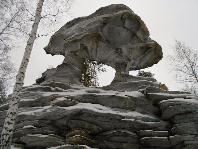 Скала Каменные ворота спереди