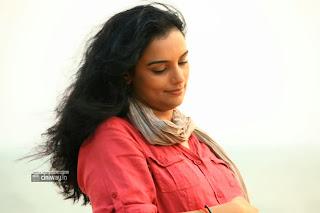 Uyirin-Osai-Movie-Heroine-Swetha-Menon-Stills