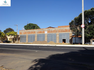 Pequena galeria em construção na Av. Leão Sampaio.