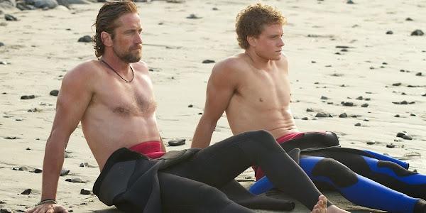 Gerard Butler e Jonny Weston em TUDO POR UM SONHO (Chasing Mavericks)