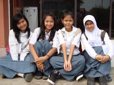 with dellha, Chyntia, Desti :)