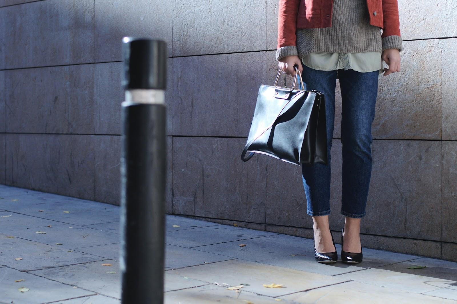 Sweater Mango; bolso tejanos chaqueta Zara, stilettos Menbur