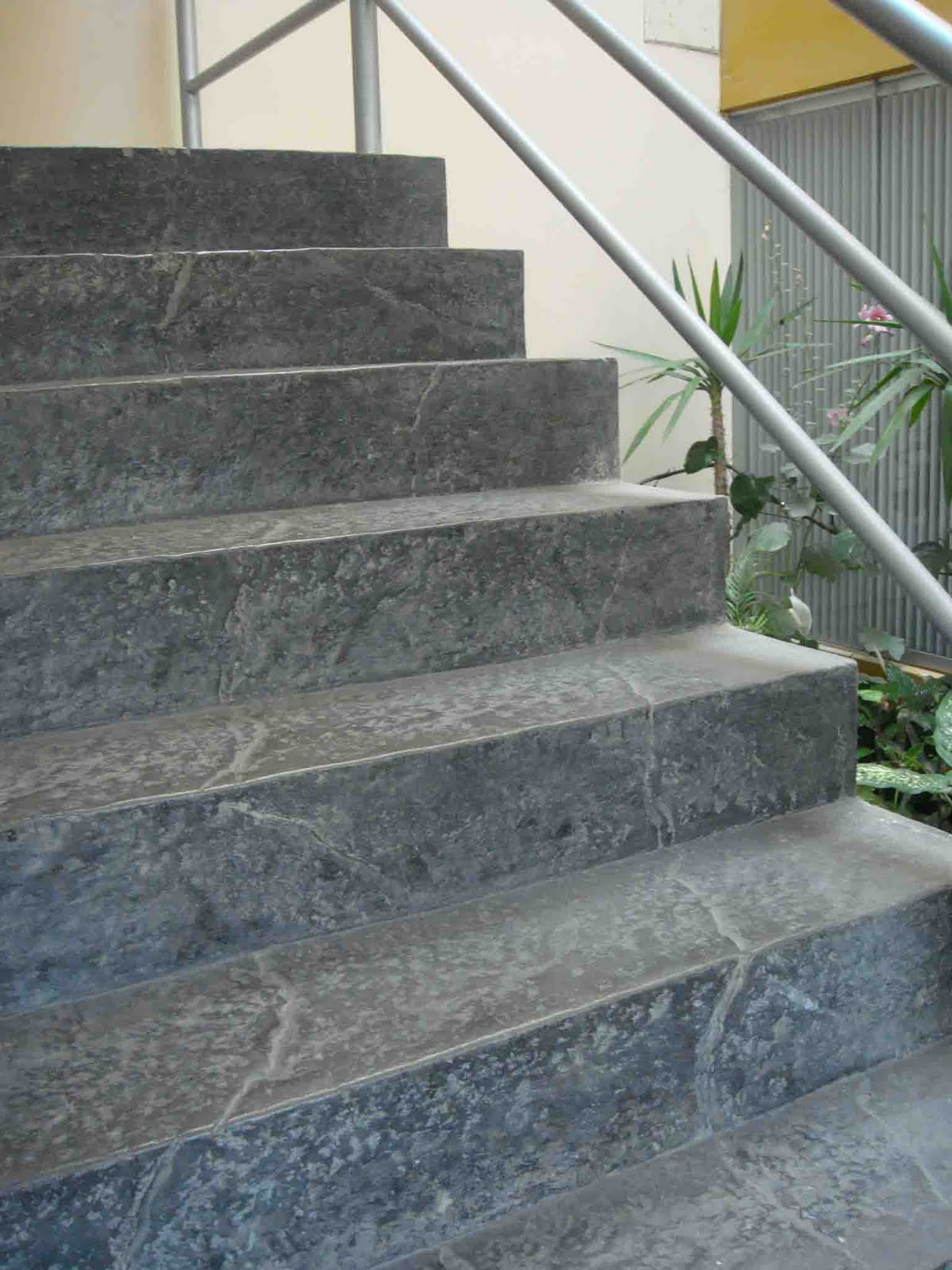 Increte per systems escalera con concreto decorativo for Escaleras de cemento con madera