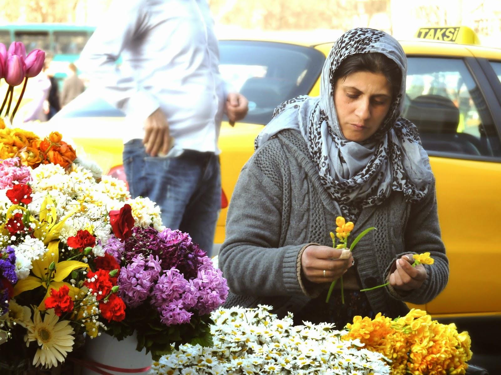 Venditrice di fiori a Taksim Square - foto di Elisa Chisana Hoshi