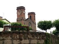 L'església de la Colònia de Viladomiu Nou des de la Fàbrica
