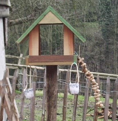 tournesol nourrir les oiseaux en hiver construire une mangeoire et confection de boules de. Black Bedroom Furniture Sets. Home Design Ideas