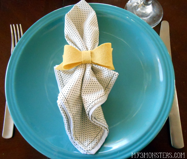 Easy DIY Cloth Napkins and Felt Bow Napkin Rings at my3monsters.com