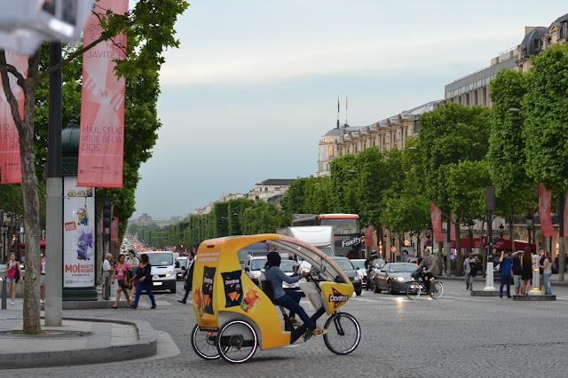 Rainy Champs Élysées,