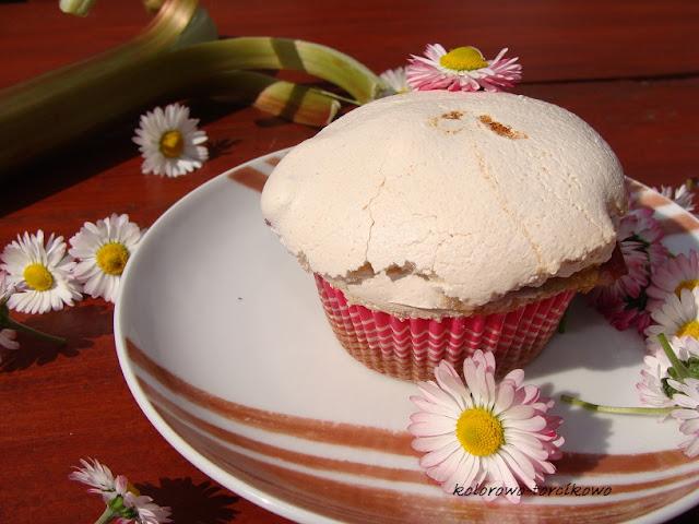 Rabarbarowe muffiny pod bezą