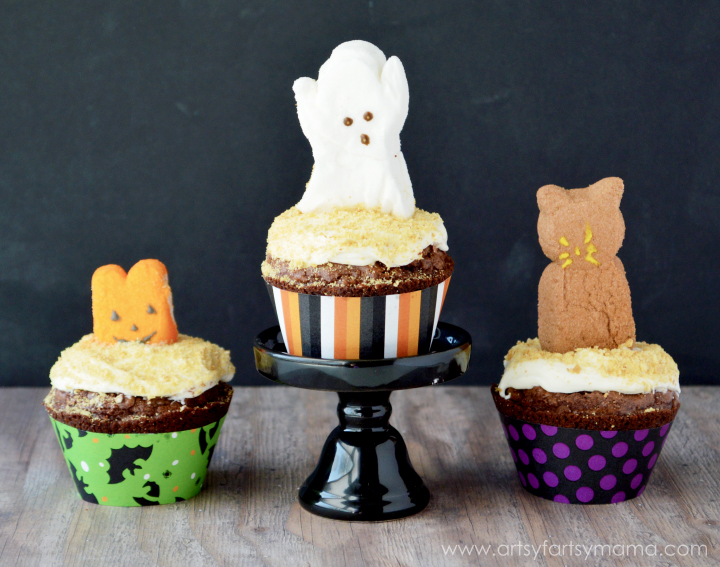 Spooky S'more Brownies with Free Printable Cupcake Wrappers at artsyfartsymama.com #SpooktacularSnacks #GetYourBettyOn