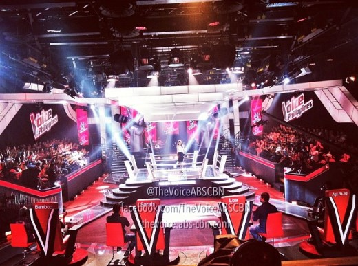 The set and lighting of The Voice of the Philippines Battle Rounds- Toni Gonzaga on top of stage with the coaches and advisors seated on red chairs [courtesy of The Voice PH]