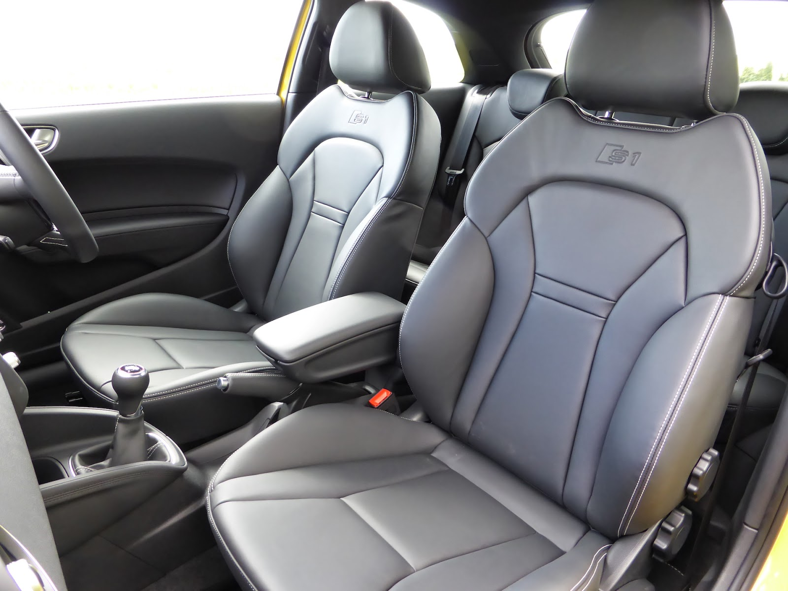 2014 Audi S1 seats