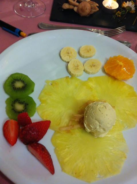 Ensalada de fruta con helado de Vainilla. Rt. Prades, El Pont de Suert (Alta Ribagorça)