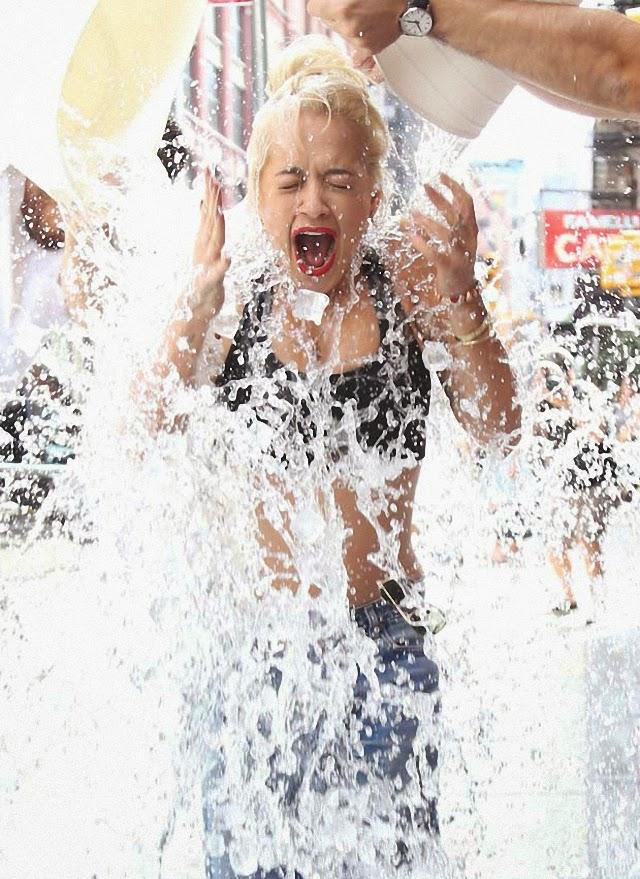 Rita Ora quiere bañarse