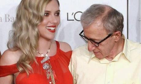 Woody Allen, Pria tua berkacamata tebal menatap payudara Scarlett Johansson dengan sangat serius, rupanya walau sudah tua, jiwanya rapuh juga ketika melihat sesuatu yang menggoda matanya