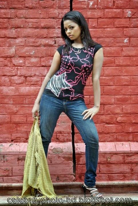 Anjelika+Rahman+Latest+Hot's+Show+In+Skirts+And+Tops+Dress013