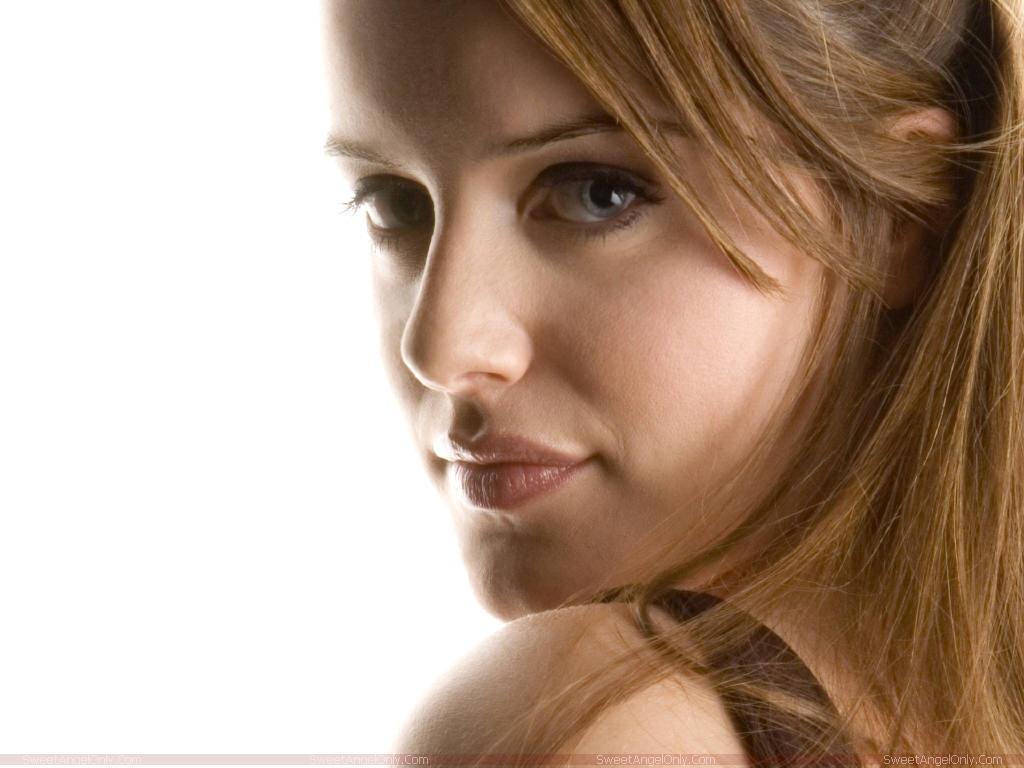 http://2.bp.blogspot.com/-XgjsDGh2VrA/TZYunUoQu1I/AAAAAAAAFTU/l5BcSkSjkZA/s1600/michelle_ryan_hot_wallpaper.jpg