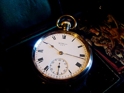 HUGE STUNNING ANTIQUE GOLD POCKET WATCH BY WALTHAM IN WORKING ORDER. YEAR 1908
