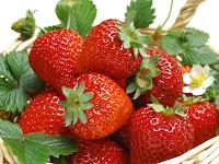 Tips Cantik: Kulit Cantik dengan Strawberry