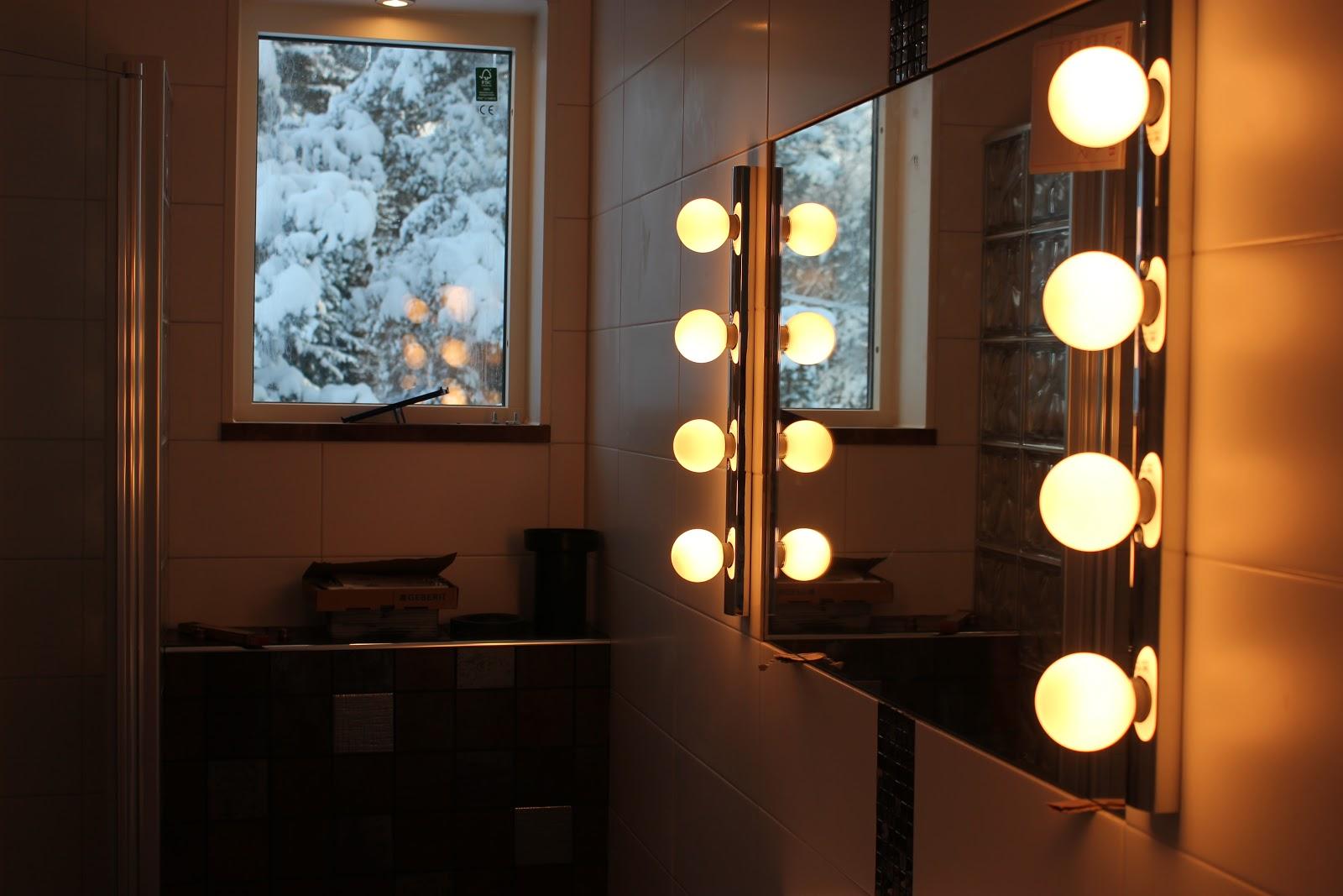 Ett badrum blir till: dag 19   spegel, handfat, toalett och trösklar