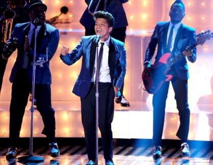 Bruno Mars Tribute to Amy Winehouse MTV VMA 2011