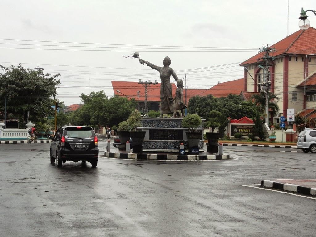 Patung RA. Kartini di Jepara