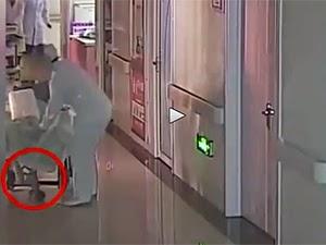 Thumbnail image for (Video) Bayi Tergantung & Terseret Dari Kerusi Roda Sejauh 10 Meter, Pengarah & Doktor Dipecat
