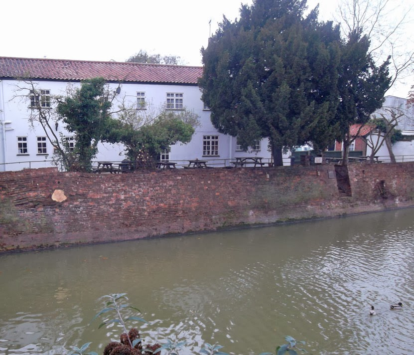 The wall near the White Hart pub - alongside the River Ancholme - pictured on Nigel Fisher's Brigg Blog