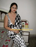 desi aunty downblouse cleavage