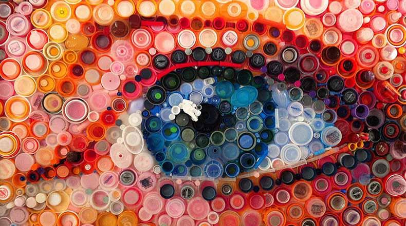 Cientos de tapas de plástico se convierten en impresionantes imágenes