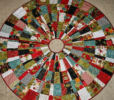 Quilted Christmas Tree Skirt Tutorials I Want to Try : Behind ...