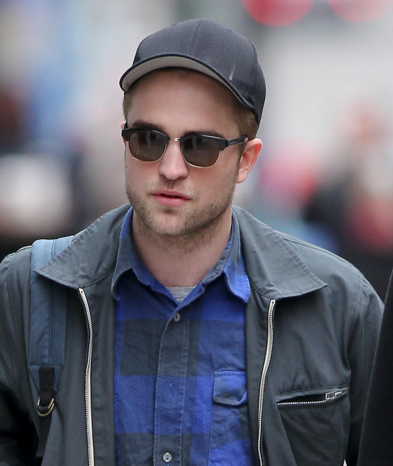 http://2.bp.blogspot.com/-Xiqnfb0SxL0/T6VUNg4BweI/AAAAAAAACuE/xCo9sZ3dyjg/s1600/Robert+Pattinson4.jpg