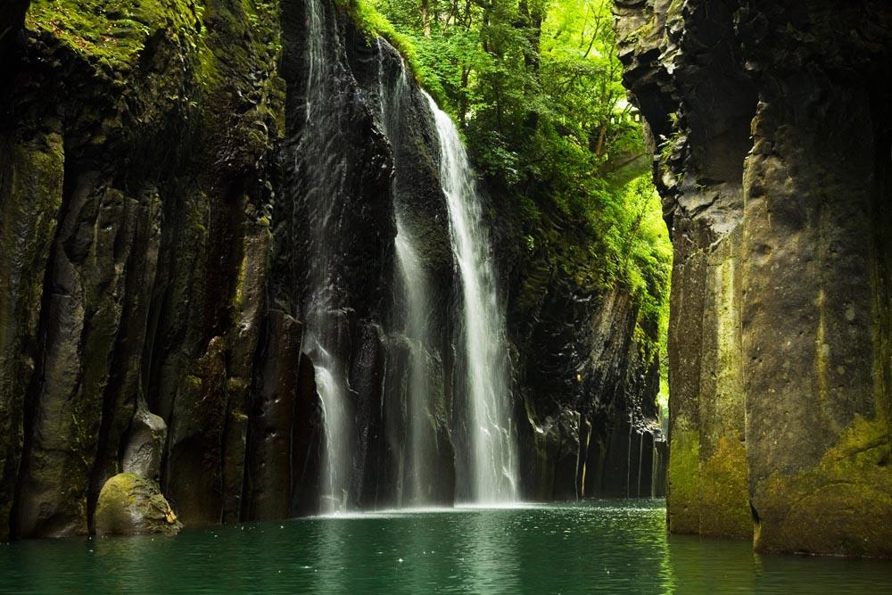 http://2.bp.blogspot.com/-Xir5acEXA84/Uf98-zlrd0I/AAAAAAAA3yk/eQE9kNOqgyY/s1600/Takachiho-Gorge.jpg