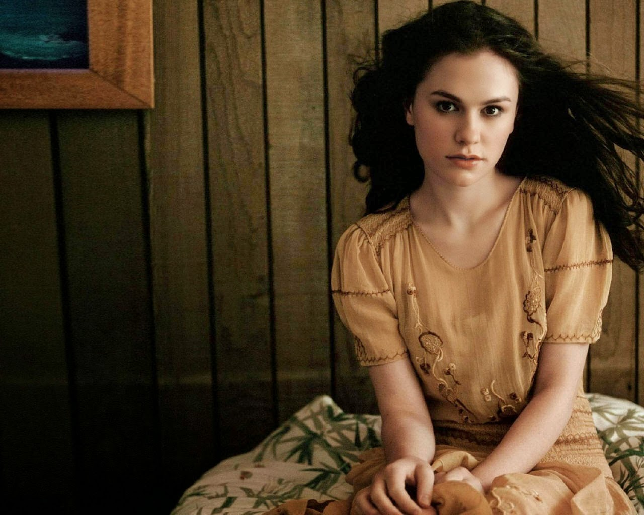 Anna Paquin Wallpapers Free Download