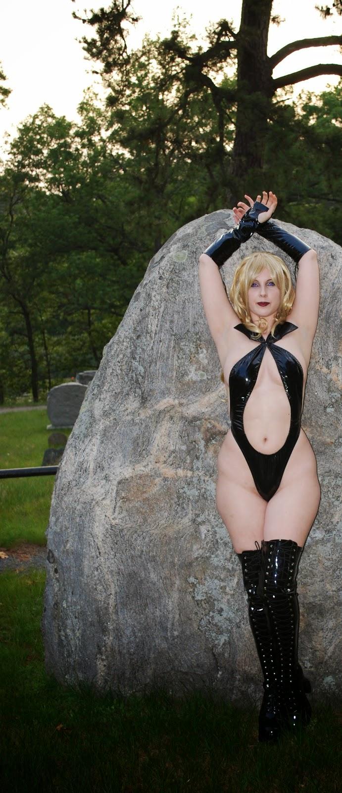Draculina (Vampirella's blonde twin sister) - (Panda Valentine)