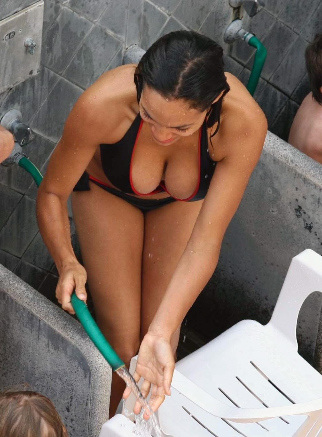 http://2.bp.blogspot.com/-XjL88H_dHvI/TdCh_0fmY-I/AAAAAAAAATY/prCC2a62cgo/s1600/rosario_dawson_rosario_dawson_bikini_1_04_bcdoxIO.jpg