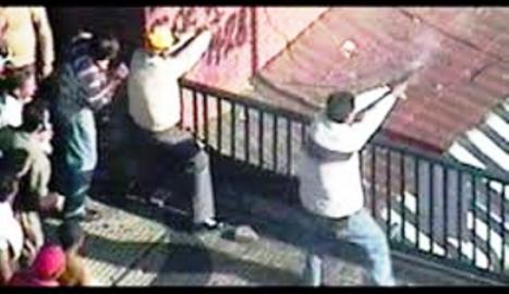 NICOLÁS MADURO dispara en Puente Llaguno