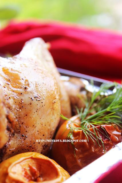 Курица, запеченная с черносливом и яблоками